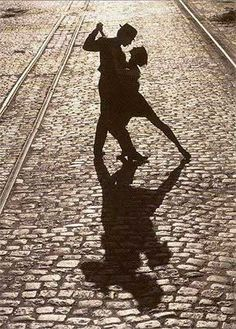 Dancing in the streets a la Argentine Tango