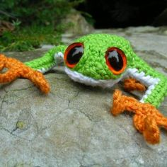 climbing frog amigurumi pattern