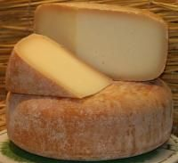 Le Fromage de Brebis des Pyrenees: If you happen to visit the French western Pyrenees we highly recommend that you drop by a farm or a local market and try this wonderful cheese. The rind is brown and the inside is a beautiful ivory color. It has a creamy, slightly nutty and complex flavor yet still delivers a buttery taste that only a great ewe's milk cheese can.