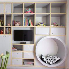 Olha que projeto INCRIVEL da @carolmiluzzi_arq usando nossas almofadas pompom CRUZETA e de BOLAS PRETO E BRANCO ❤ #SAIADOOBVIO decore com ESTILO! . www.MOOUI.com.br Não se esquerça de participar do nosso SORTEIO, e das PROMOÇÕES de FRONHA, TOYS e GRAVURAS! #archilovers #architecturelovers #beautiful #becreative #bedroom #bedroomdecor #decor #decoracao #decorlovers #designinspiration #details #home #homedecor #inspiration #interiordesign #interiors