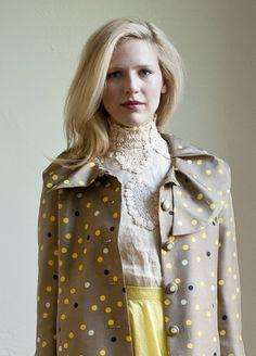 abrigo y blusa