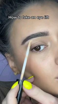 Eyebrow Makeup Tips, Makeup Eye Looks, Natural Eye Makeup, Contour Makeup, Cute Makeup, Makeup Videos, Skin Makeup, Eyeliner Looks, Makeup Hacks