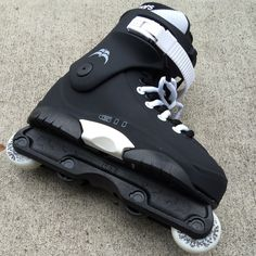 The G11 is the latest sequel of Razors popular Genesys skate series. A trusted boot of many pros throughout the years, it offers sturdiness and perfect balance between support and flex. The G11 featur
