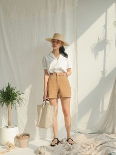 How to Achieve a Chic Summer Neutral Look - CodiPOP - Source by vladakulagin - Date Outfit Casual, Date Outfits, Fashion Outfits, Fashion Tips, Home Studio Photography, Clothing Photography, European Fashion, Asian Fashion, Fashion Photography Inspiration