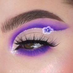 Gorgeous 😍 By: Makeup Eye Looks, Eye Makeup Art, Colorful Eye Makeup, Cute Makeup, Eyeshadow Makeup, Makeup Eyes, Eyeliner, Unicorn Makeup, Mermaid Makeup