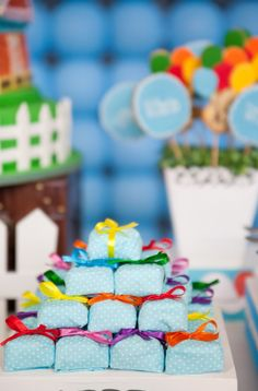 Growing UP has never been cuter! Julia Herzog, of Festa Com Gosto, designed this darling UP-inspired party and her sister Isa made all of the lovely treats! Up Theme, Ideas Para Fiestas, Lalaloopsy, Joy To The World, 1st Birthdays, Childrens Party, Holiday Fun, Party Time, Balloons