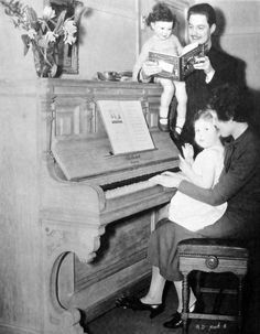 Robert Donat with wife Ella and children John and Joanna Old Movies, Great Movies, Robert Donat, Old Movie Stars, Old Photography, Film Grab, Beautiful Voice, Classic Movies, Best Actor