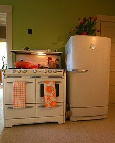 Love the old O'keefe & Merritt stove with the old Fridge!
