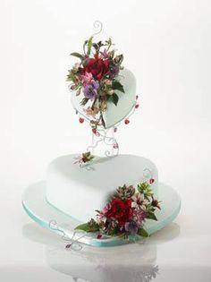 Alan Dunn Sugarcraft Cupcakes, Cupcake Cakes, Cake Icing, Eat Cake, Beautiful Cakes, Amazing Cakes, Heart Shaped Cakes, Traditional Wedding Cakes, Valentines Day Cakes