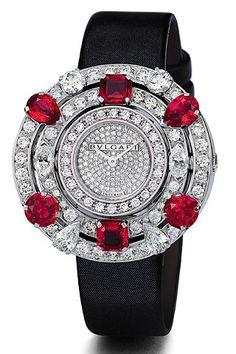 """Reloj de la línea """"Astrale"""" de la colección de alta joyería de Bulgari."""