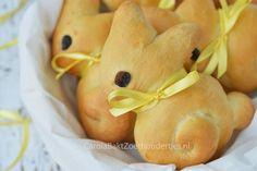 Carola Bakt Zoethoudertjes                : Paashaas broodjes bij het paasontbijt