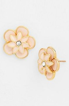 So dainty. Love these pastel pink floral earrings.