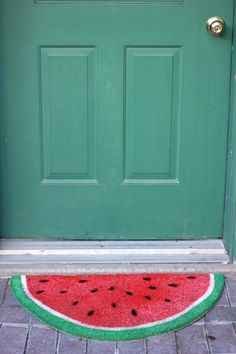 Because no front walk is complete without a bit of fruity fun, this DIY watermelon door mat is topping my list of must-make projects this summer. Isn't it just darling? Get the how-to at The House That Lars Built by florence Weekend Projects, Diy Projects, Welcome Mats, Home And Deco, Decoration, Beautiful Homes, Diy Home Decor, Diy And Crafts, Sweet Home