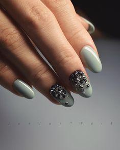 ・ グリーンでされました 先日ご紹介したデザインです! 写真では伝わらないのが本当に残念なほどCRYSTALPIXIEが繊細に輝きます✨ . 今度動画撮ってみようかな . . TRïNA @trina_by_bonnail # 081 . . . #JunJunNail#instanail#fashion#design#accessorynail#gelnail#naildesigns#accessory#bijounail#nailart#nails#nail#simplenails #네일#美甲#designer#Osaka#ネイル#ビジューネイル #アクセサリーネイル#ジェルネイル #シンプルネイル#crystalpixie #クリスタルピクシー#ピクシー#ピクシーネイル#winternails #冬ネイル