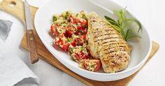 Filet de poulet mariné à l'orange et au miel, salade de tomates et quinoa à l'estragon