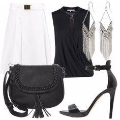 Outfit chic con gonna bianca ornata di cintura con fibbia argento, top nero con bottoncino e scollatura, borsa a tracolla molto pratica, sandalo aperto con tacco e cinturino alla caviglia, orecchini argento pendenti.