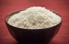 Рис очень хороший антиоксидант и адсорбент. Он выводит лишнюю жидкость и впитывает все, что вредно для кожи. Для приготовления косметики из риса нужна рисовая мука, для этого рис перемолоть в кофемолке.Первое - это скраб: 2-3 ч.ложки рисовой муки смешиваем с одной ч.ложкой мёда и 1... Perfect Rice Recipe, How To Cure Diarrhea, Benefits Of Rice, Health Benefits, Mcdougall Diet, How To Make Magic, Magic Bag, Neck Wrap, Fried Rice