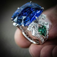 In the mood of the blue... Exceptional craftsmanship and unique design underlined with precious gems of rare beauty by Maison Tabbah @maisontabbah @realmofjewellery