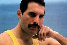 Ő volt Freddie Mercury élete párja - Halálig szerette az énekeslegendát Queen Lead Singer, Freddie Mercury, Love Of My Life, Comb, Nap