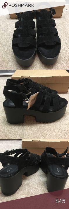 Platform black sandels Brand new, never worn!! Too small for me Pull&Bear Shoes Platforms