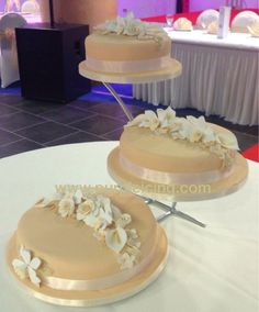 Three tier wedding cake How To Make Cake, Icing, Wedding Cakes, Purple, Desserts, Food, Pastries, Wedding Gown Cakes, Tailgate Desserts