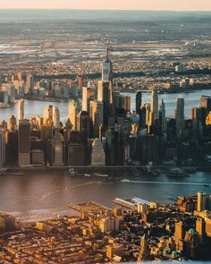 Beautiful golden light over New York captured by Matt @mattbweitz #picturesofnewyork