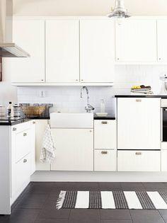 Keittiön hana on Grohen, laatat Laattapisteestä ja valaisin Bauhausista…