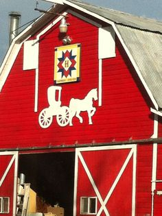 Barn Quilt in Kittitas County, WA Barn Quilt Designs, Barn Quilt Patterns, Quilting Designs, Country Barns, Amish Country, Country Life, Country Roads, Painted Barn Quilts, Barn Signs