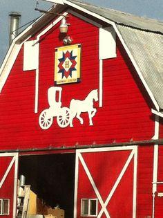 Barn Quilt in Kittitas County, WA Barn Quilt Designs, Barn Quilt Patterns, Quilting Designs, Country Barns, Amish Country, Country Life, Country Roads, Painted Barn Quilts, Barn Art