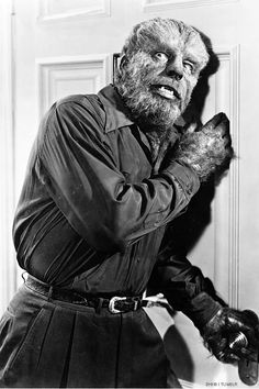 Lon Chaney as the Wolf Man in Abbott and Costello Meet Frankenstein Classic! Classic Monster Movies, Classic Horror Movies, Classic Monsters, Horror Films, Horror Art, Horror Monsters, Scary Monsters, Famous Monsters, Sci Fi Movies