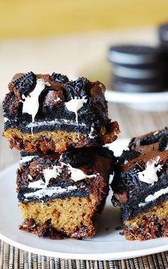 Slutty brownies just got even sluttier, with white chocolate chips. :)   JuliasAlbum.com   #dessert #oreos