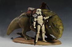 The figure comes in the standard Sideshow Star Wars double fold box, with the…