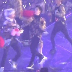 They are stuck hitting each other like theres just the two of themm..omg.kaisoo is real!!!!!!❤️❤️❤️❤️