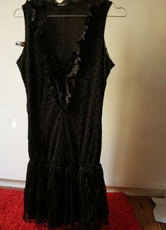 A vendre sur #vinted ! http://www.vinted.fr/femme/petites-robes-noires/10281170-robe-de-soiree-noir-a-pois-morgan