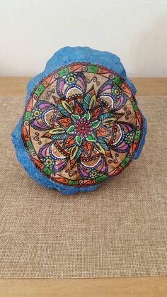 Mandala fleur peinte sur la méditation de Pierre, rochers peints, cadeau, Design d'inspiration Mandala, Art rupestre, Pierre, peinte zen Art