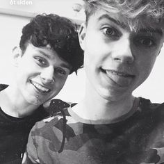 I ship them. ✨ Like their so cute. @hrvy @roadtriptv . . . . . . #denmarkwaitsforharvey #harvtoamillion #catchharveythefish #roadtrip #mikey #harvey #teamharvey #hrvy #harveymusic #harveyfamily #harveyisbeautiful #goalsaf #cute #ily #ichliebedich #jetaime #jegelskerdig #teamo #tequiero