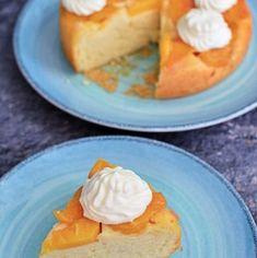 Prăjitură răsturnată cu piersici. Și cu un moț de frișcă pentru doritori   Bucate Aromate Doritos, Pancakes, Breakfast, Food, Silhouette, Morning Coffee, Essen, Pancake, Meals