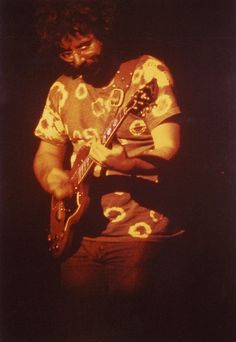 Jerry Garcia, 1969 Photographed by Thomas G Smith Dead Pictures, Dead Pics, Woodstock, Beatles, Mickey Hart, Famous Guitars, Bob Weir, Hippie Peace, Dead To Me