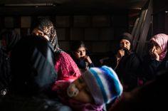 SYRIA: En million syrere har flyktet fra hjemlandet. 2,5 millioner er internt fordrevne. To år etter konflikten startet lever nå Syrias befolkning i en humanitær krise. Samtidig står FNs handlingslammelse i veien for hjelpen som skal fram til millioner av mennesker. Legerutengrenser.no