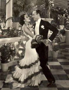 Dolores del Rio y Fred Astaire en Flying down to Rio, 1933.RKO. Vestuario diseñado por Walter Plunkett e Irene ( sin acreditar).