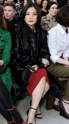 Vicki Zhao - Les stars se sont bousculées pour assister au défilé Burberry lors de la Fashion Week londonienne.    http://femina.ch/galeries/mes-people/les-stars-se-bousculent-au-defile-burberry    (CP: Burberry)