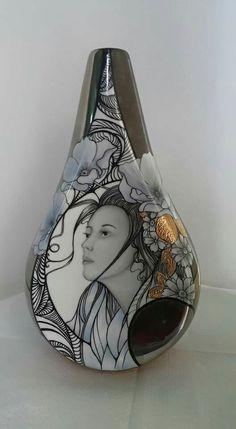 Aline Koyess Porcelain Ceramics, China Porcelain, Ceramic Pottery, Painted Vases, China Girl, Pottery Designs, China Painting, Gourd Art, Jewelry Patterns