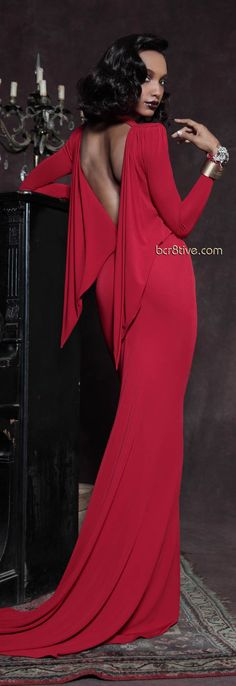 As the pre-fall 2013 collections roll out, we noticed designers are embracing an old school glamour with their collection. Red Fashion, Fashion Show, Womens Fashion, Female Fashion, Fashion Styles, Fashion Models, Fashion Trends, Mode Glamour, Vestido Dress