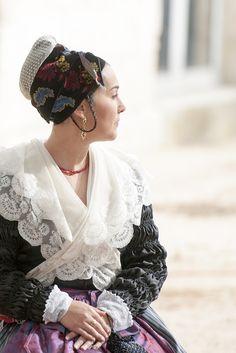 Folk costume, Provence
