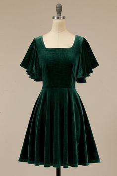 Green Velvet Dress, Velvet Shorts, Homecoming Dresses, Pretty Dresses, Ideias Fashion, Short Dresses, Dress Up, Cute Outfits, Gowns