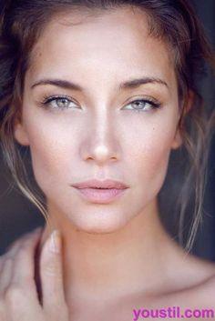Was sollen wir gehen für: bold Lippen oder rauchigen Augen? Sollten wir tragen gefälschte Wimpern? Ist Glitter nur für Jugendliche? Was ist der Trend heute: make up