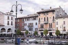 """Village de Desenzano - """"Bergame, Lac de Garde, Lac Iseo, 3 virées d'une journée autour de Milan"""" by @voyagesetc"""