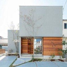 グレー 家 外観 - Yahoo!検索(画像) Modern Architecture Design, Facade Design, Residential Architecture, Exterior Design, Minimalist House Design, Minimalist Home, D House, Small Buildings, Marquise