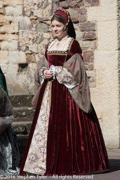 Renaissance Costume, Renaissance Dresses, Renaissance Fashion, Kira Knightley, Anastasia Dress, 16th Century Fashion, Tudor Dress, Tudor Fashion, Diy And Crafts Sewing