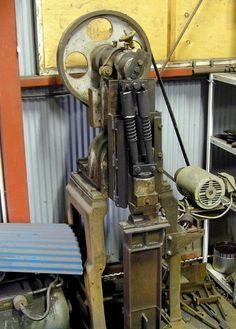 DIY power hammers – gonza-rytec – album na Rajčeti Power Hammer Plans, Blacksmith Power Hammer, Forging Hammer, Forging Tools, Blacksmith Tools, Planishing Hammer, Air Hammer, Metal Shaping, Metal Working Tools